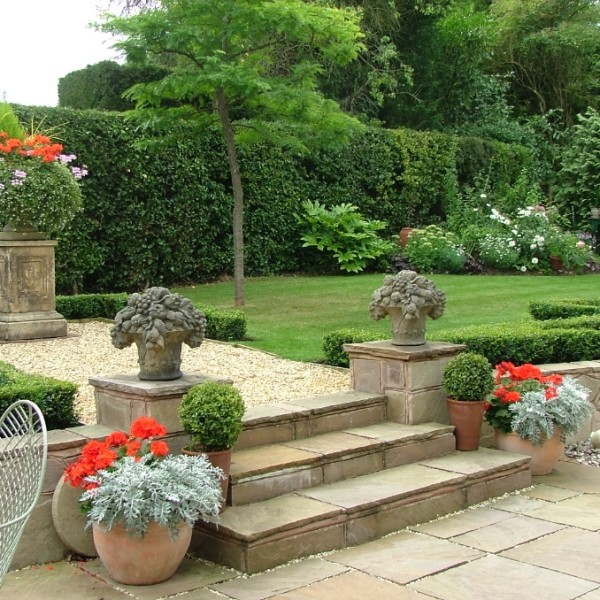 Elegant country garden